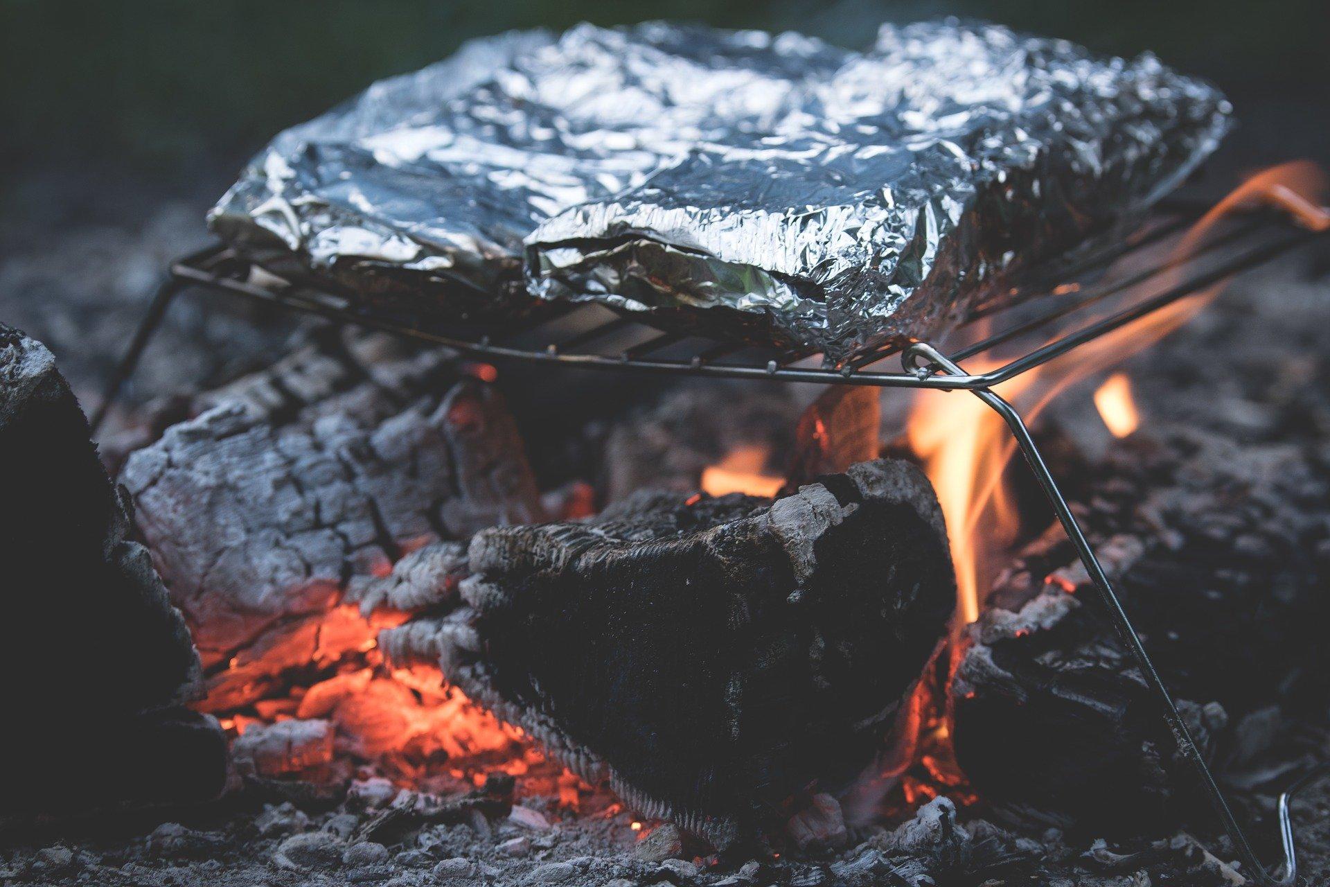 Bonfire Cooking - DIY Alternative to a BBQ - Climadoor